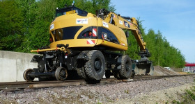 CAT M315D rail route CML sur rails